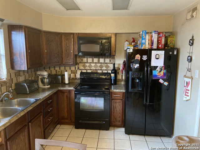 Pending | 170 DE CHANTLE RD #401 San Antonio, TX 78201 3