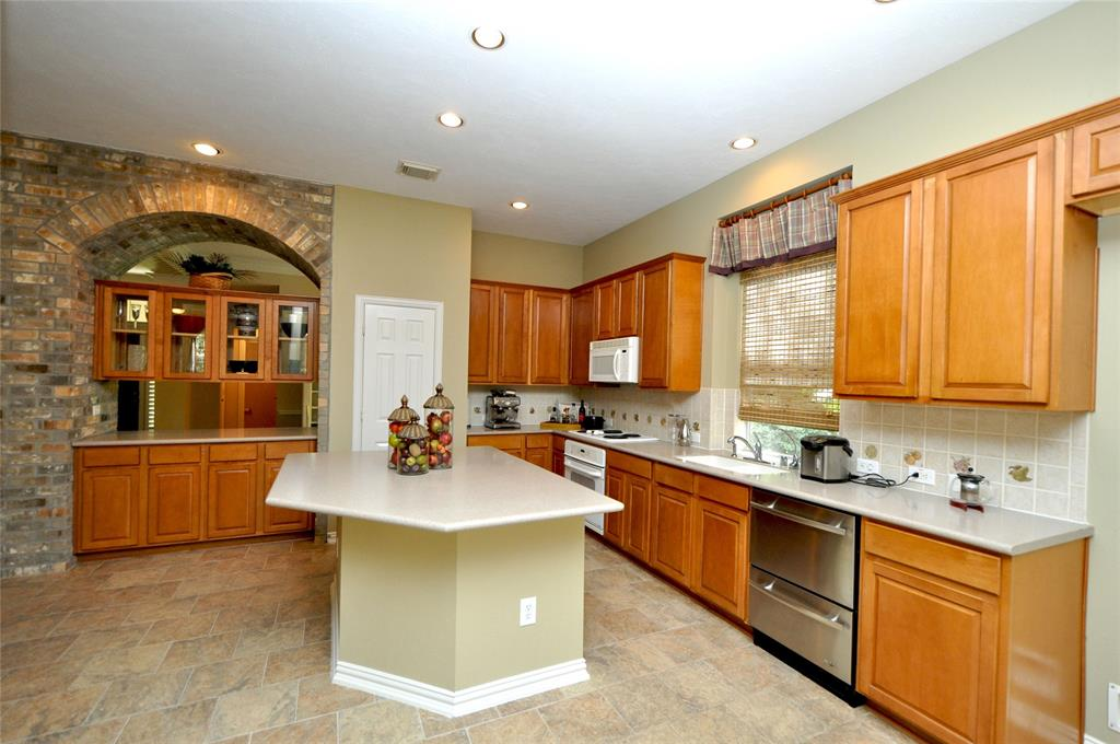 Off Market   106 Cezanne Woods The Woodlands, Texas 77382 14