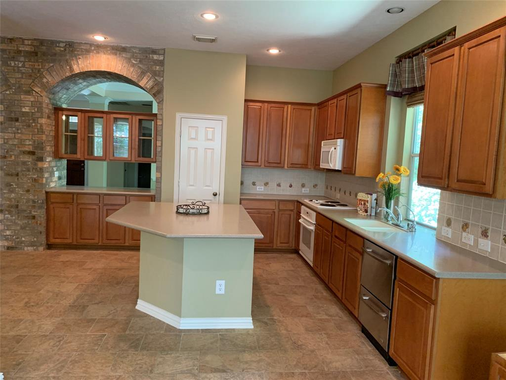 Off Market   106 Cezanne Woods The Woodlands, Texas 77382 16
