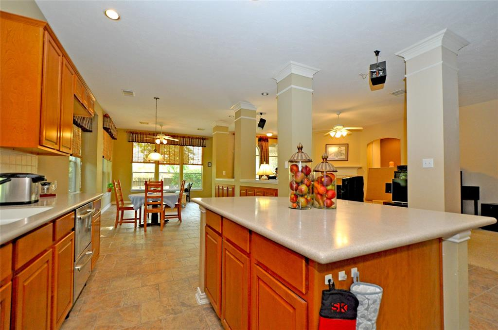 Off Market   106 Cezanne Woods The Woodlands, Texas 77382 17