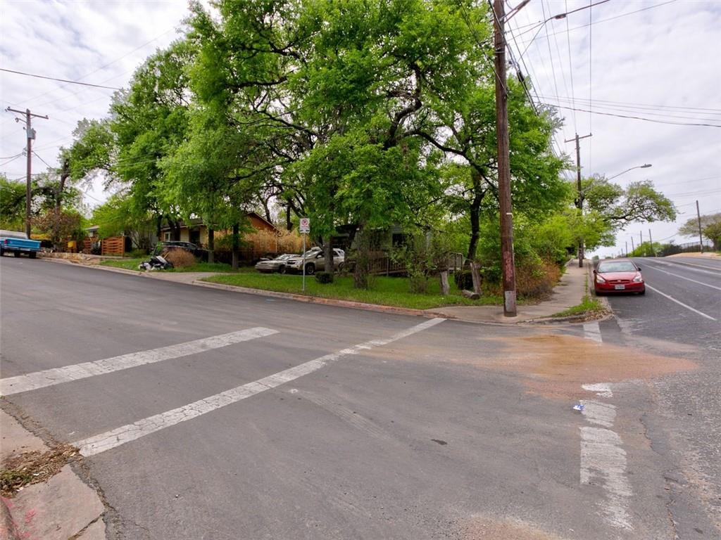 Active | 3337 E 12th Street Austin, TX 78721 4