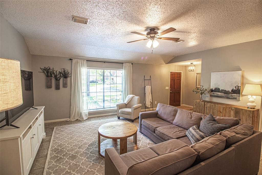 Pending | 3 Regency Court Conroe, Texas 77304 9