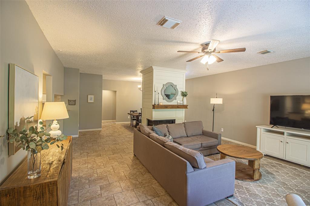 Pending | 3 Regency Court Conroe, Texas 77304 5