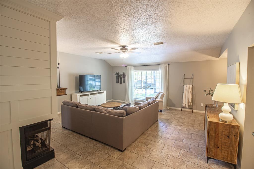 Pending | 3 Regency Court Conroe, Texas 77304 7