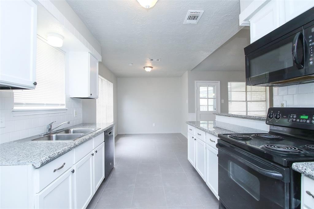 Option Pending | 203 Hartford Drive Conroe, Texas 77303 10