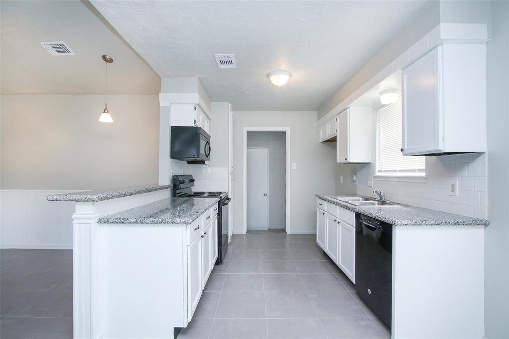 Option Pending | 203 Hartford Drive Conroe, Texas 77303 6