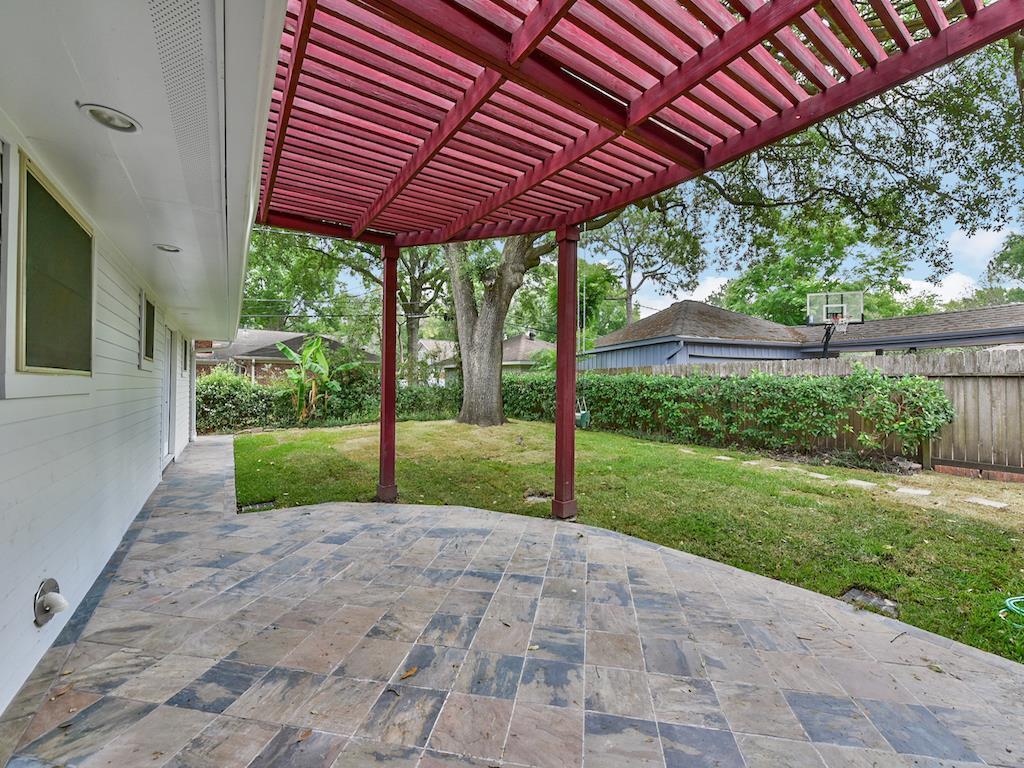 Active | 5238 Ariel Street Houston, Texas 77096 31