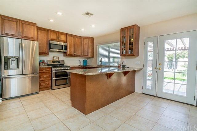 Active | 33092 Windsor Court Yucaipa, CA 92399 12