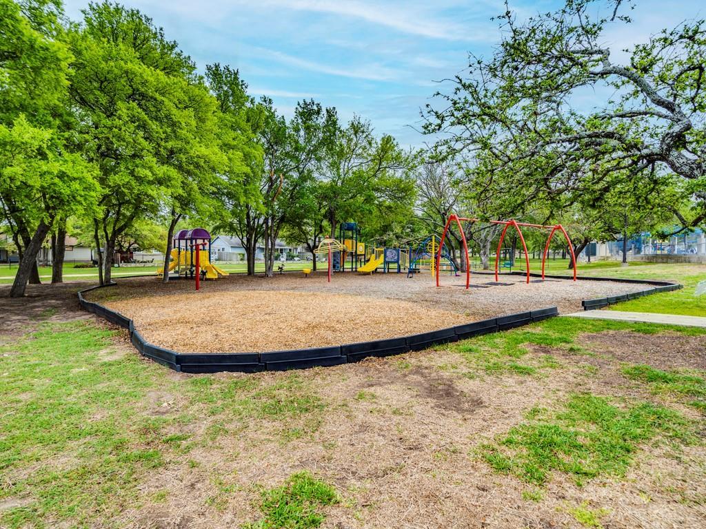 ActiveUnderContract | 11805 Hardwood Trail Austin, TX 78750 25