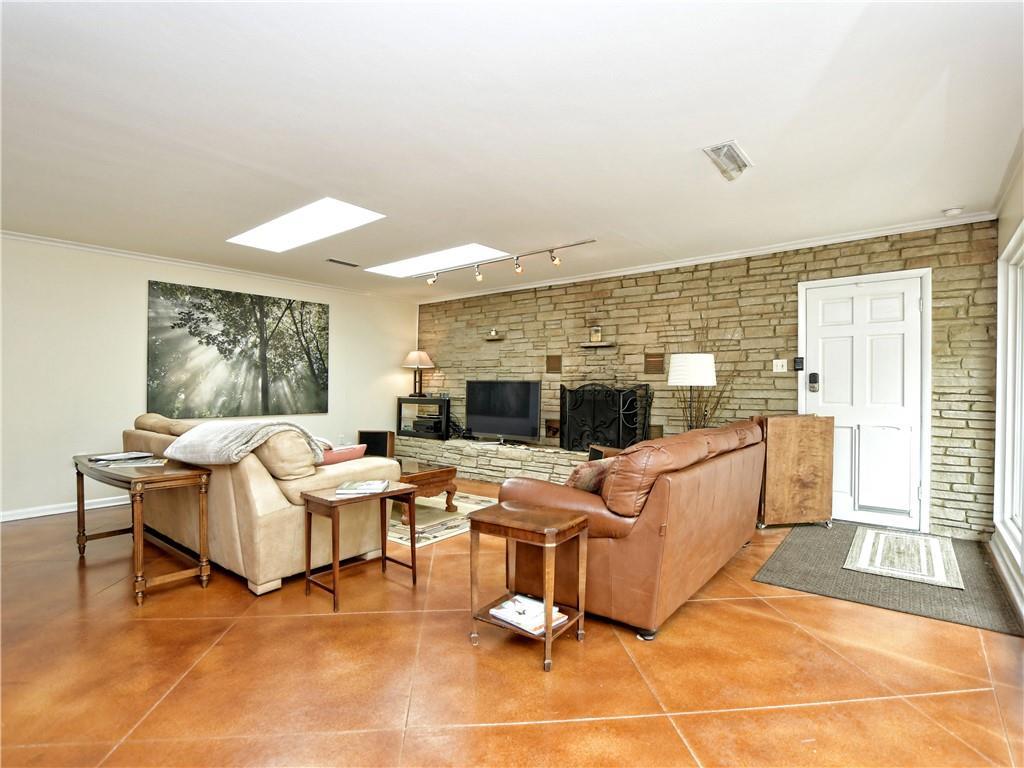 ActiveUnderContract | 1206 Reagan Terrace Austin, TX 78704 20
