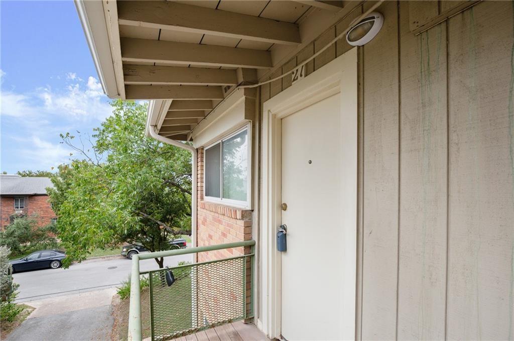 ActiveUnderContract | 304 E 33rd Street #27 Austin, TX 78705 13