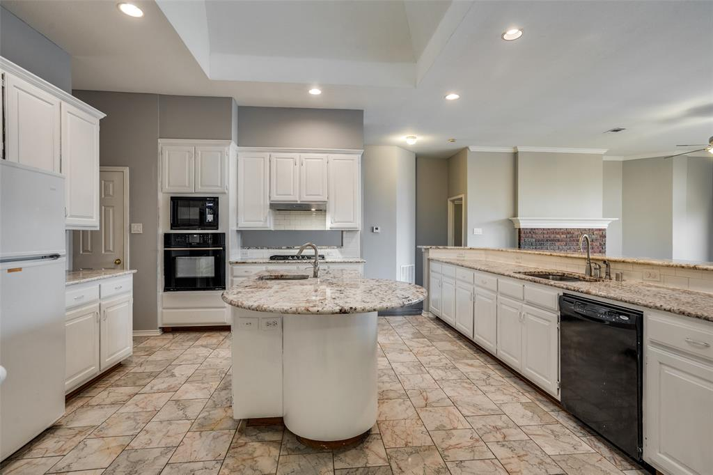 Active   617 Mossycup Oak Drive Plano, Texas 75025 12