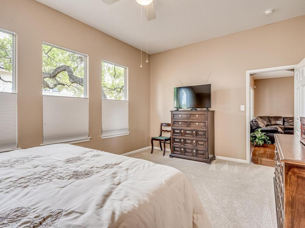 ActiveUnderContract | 2505 Avenue N Austin, TX 78727 20