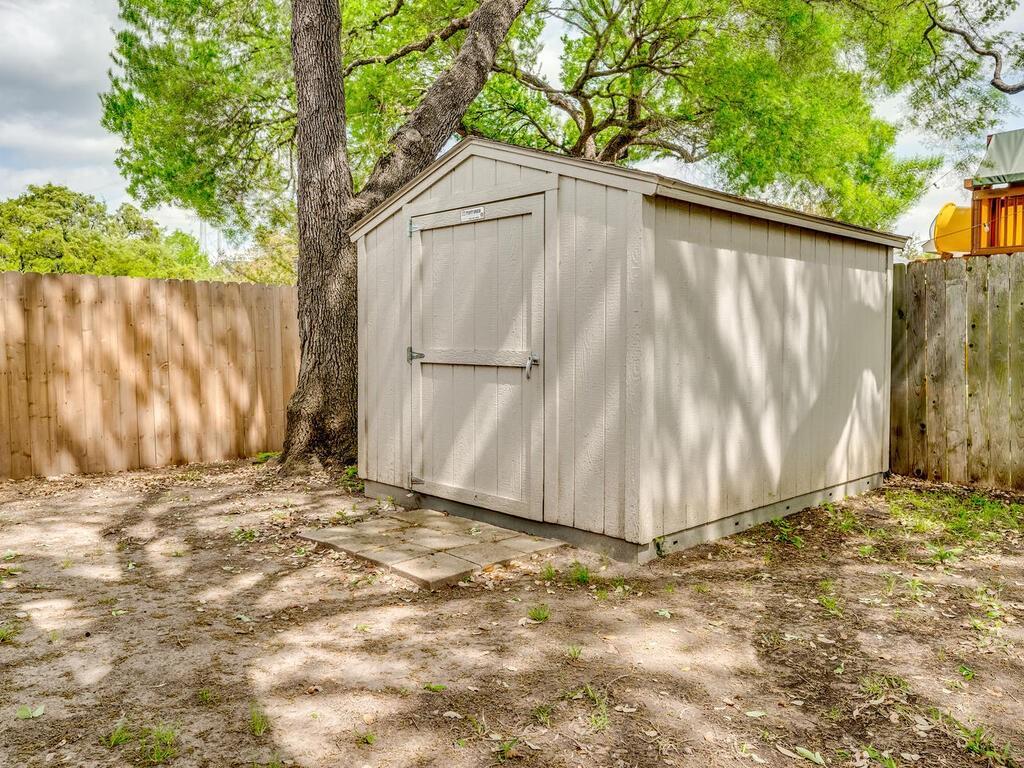 ActiveUnderContract | 2505 Avenue N Austin, TX 78727 31