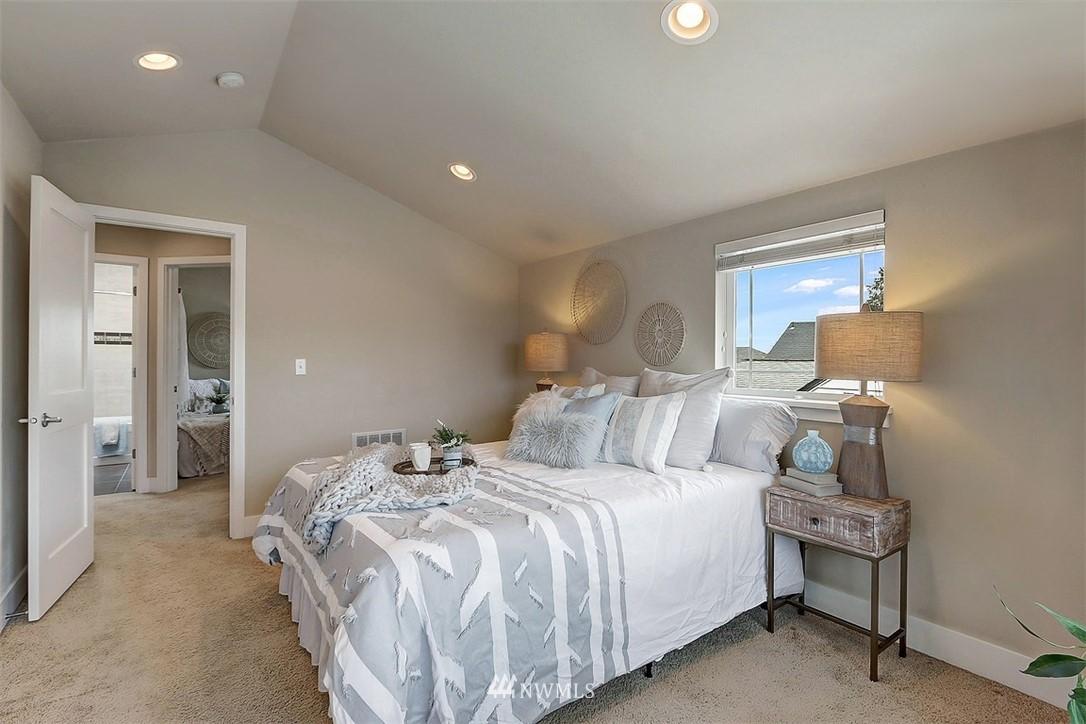 Sold Property   1409 33rd Avenue Seattle, WA 98122 10