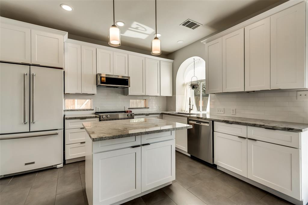 Pending | 14653 Waterview Circle Addison, Texas 75001 7