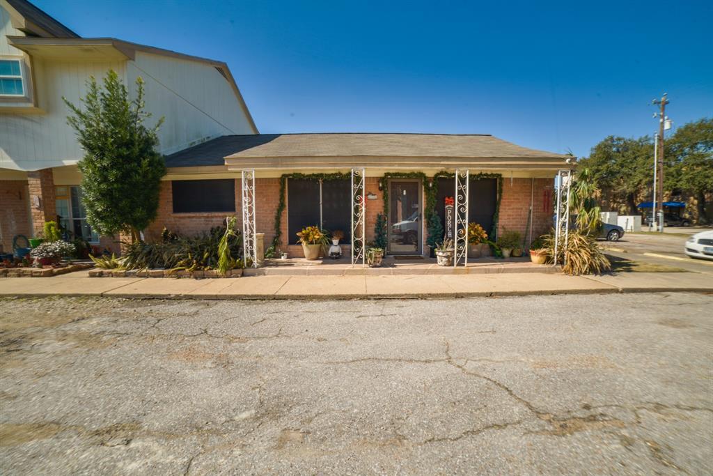 Pending | 3302 Burke Road #1 Pasadena, Texas 77504 1