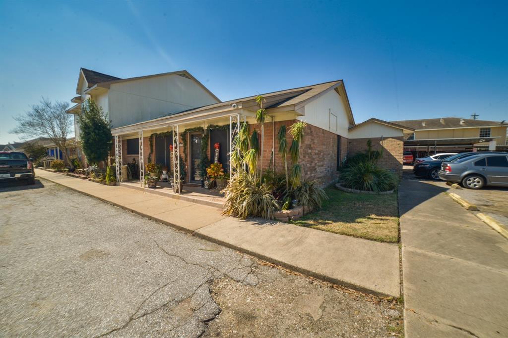 Pending | 3302 Burke Road #1 Pasadena, Texas 77504 2