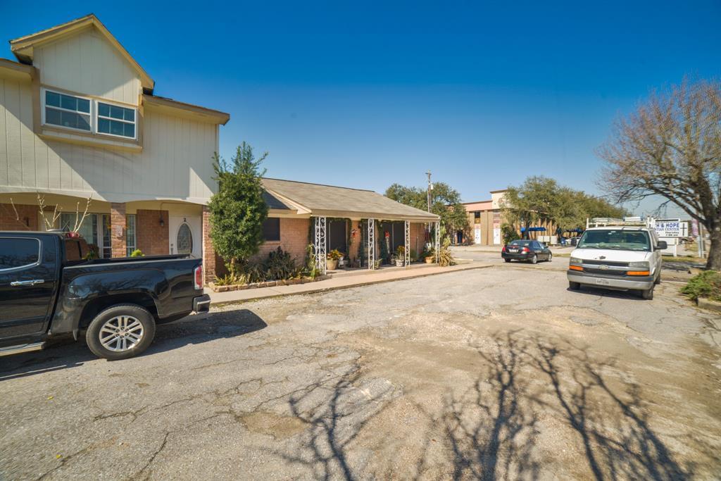 Pending | 3302 Burke Road #1 Pasadena, Texas 77504 9