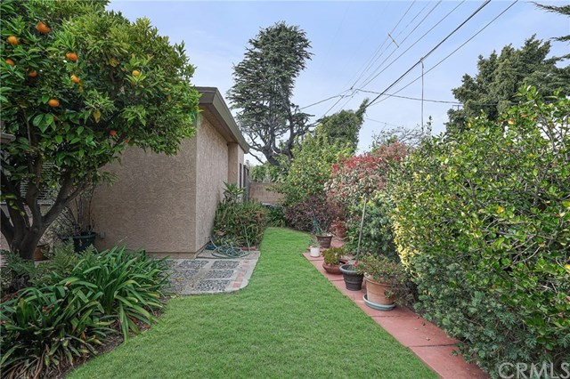 Active Under Contract | 2932 Tilden Avenue West Los Angeles, CA 90064 8