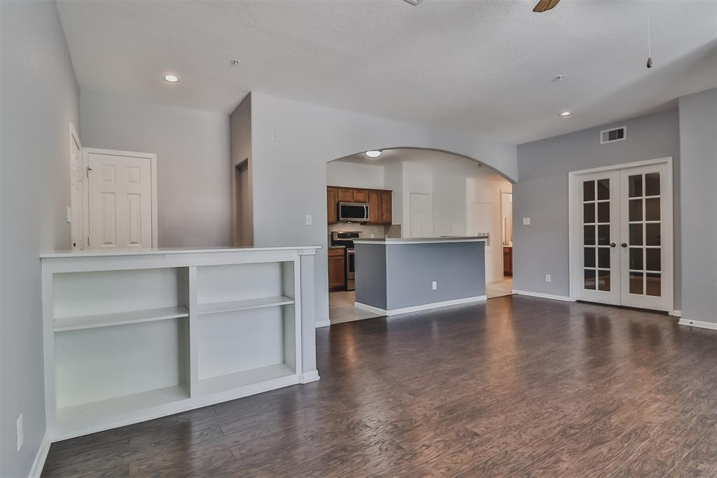 Pending | 6607 Lake Woodlands Drive #222 The Woodlands, Texas 77382 10