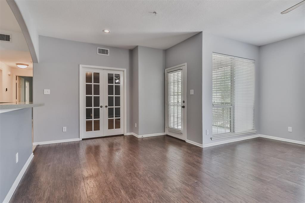 Pending | 6607 Lake Woodlands Drive #222 The Woodlands, Texas 77382 11