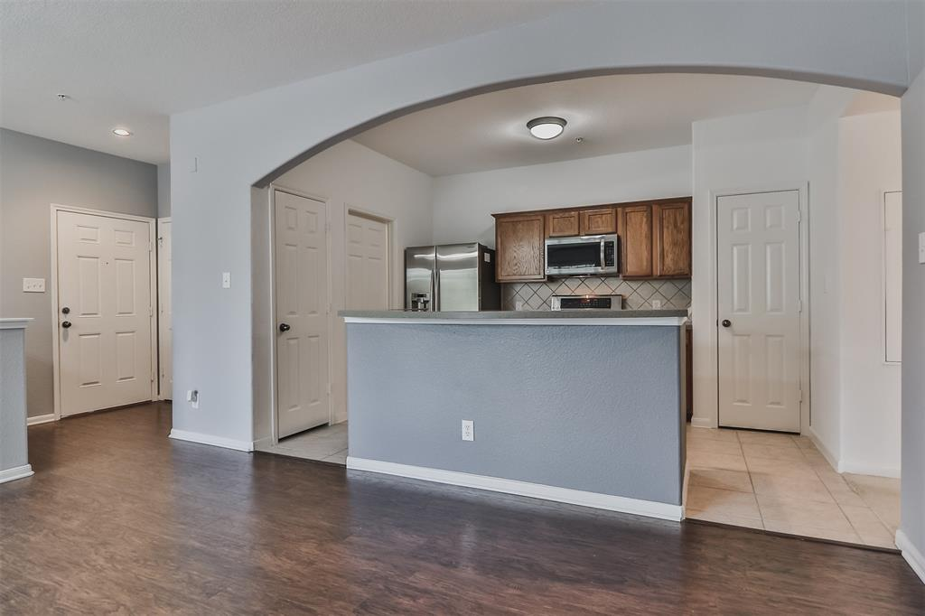 Pending | 6607 Lake Woodlands Drive #222 The Woodlands, Texas 77382 15