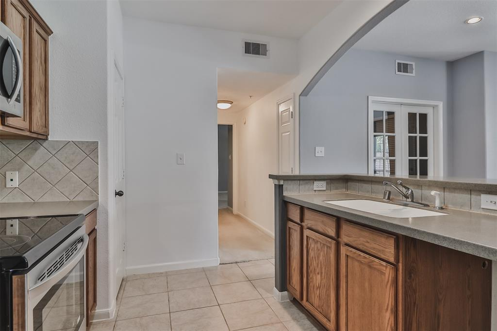 Pending | 6607 Lake Woodlands Drive #222 The Woodlands, Texas 77382 18