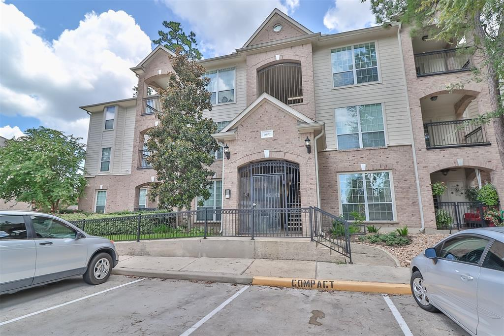 Pending | 6607 Lake Woodlands Drive #222 The Woodlands, Texas 77382 2