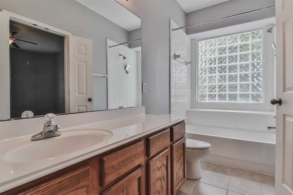 Pending | 6607 Lake Woodlands Drive #222 The Woodlands, Texas 77382 27