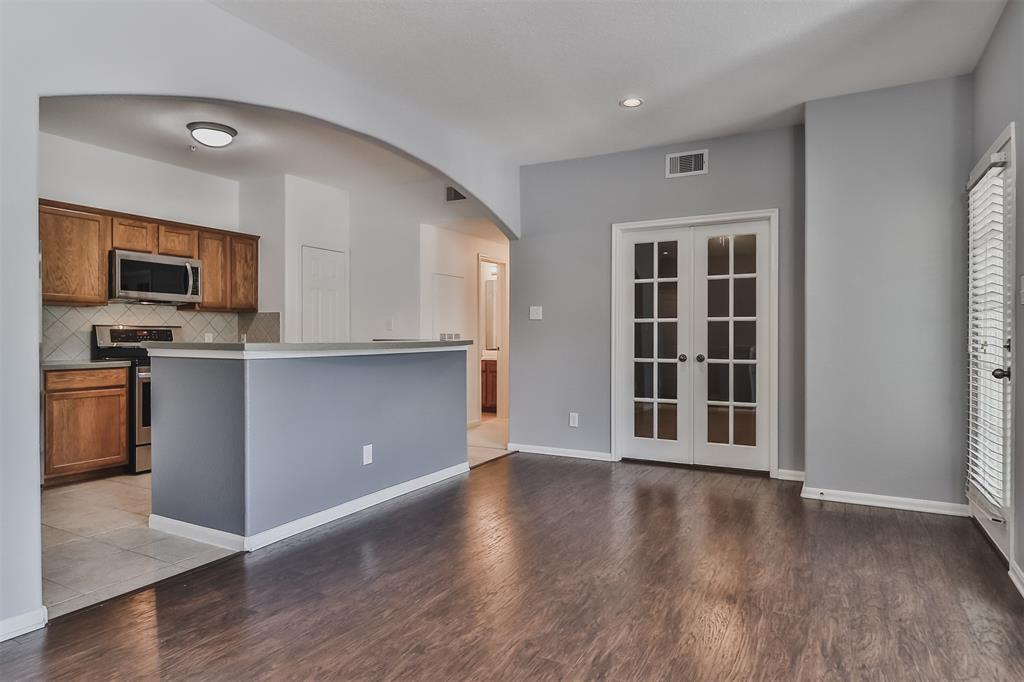 Pending | 6607 Lake Woodlands Drive #222 The Woodlands, Texas 77382 3