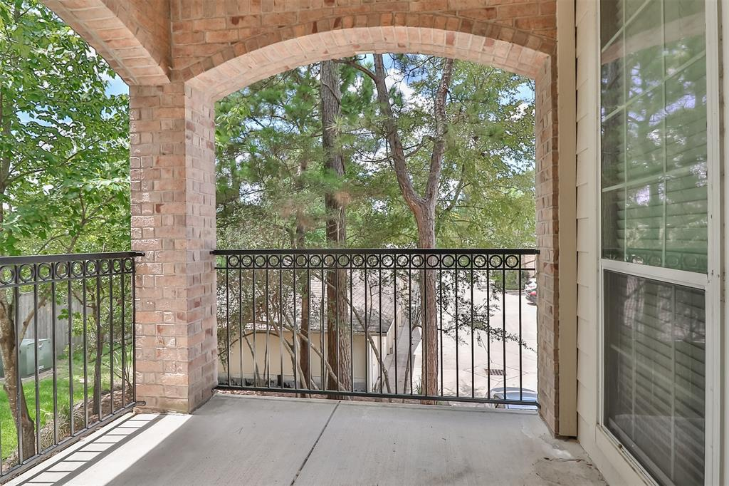 Pending | 6607 Lake Woodlands Drive #222 The Woodlands, Texas 77382 37