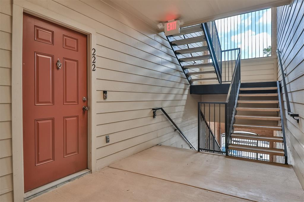 Pending | 6607 Lake Woodlands Drive #222 The Woodlands, Texas 77382 5