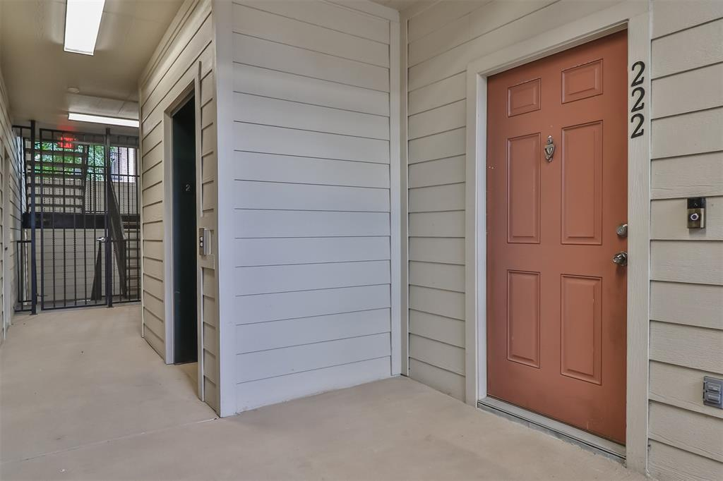 Pending | 6607 Lake Woodlands Drive #222 The Woodlands, Texas 77382 6