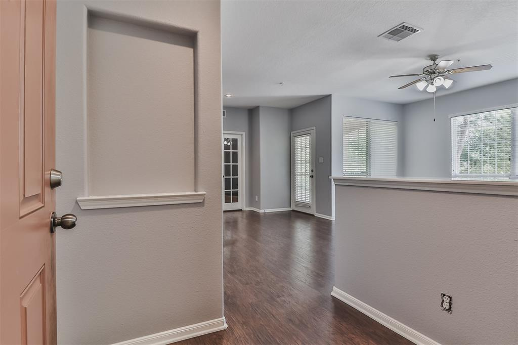 Pending | 6607 Lake Woodlands Drive #222 The Woodlands, Texas 77382 7