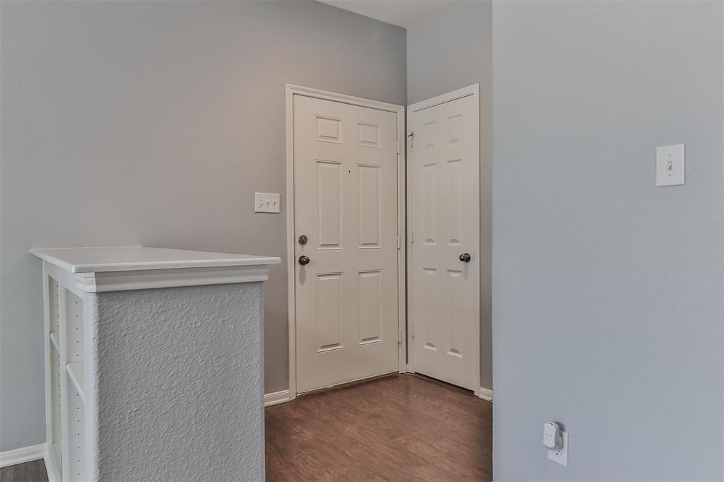Pending | 6607 Lake Woodlands Drive #222 The Woodlands, Texas 77382 8
