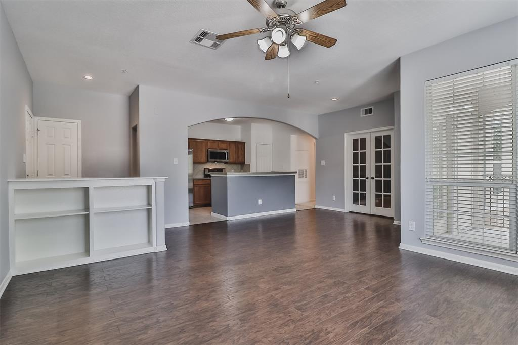 Pending | 6607 Lake Woodlands Drive #222 The Woodlands, Texas 77382 9