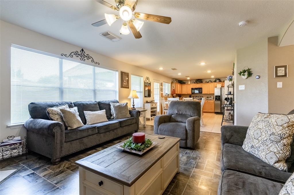 Pending | 1818 Gillingham Way Pasadena, Texas 77504 2