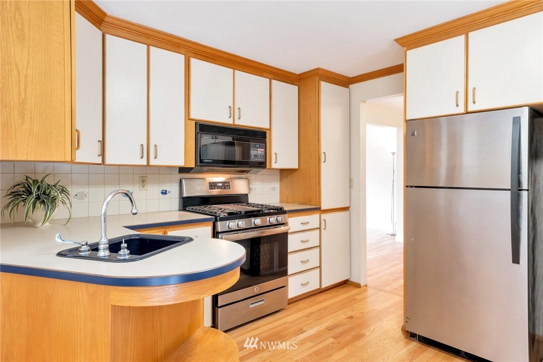 Pending   1711 NE 104th Street Seattle, WA 98125 6