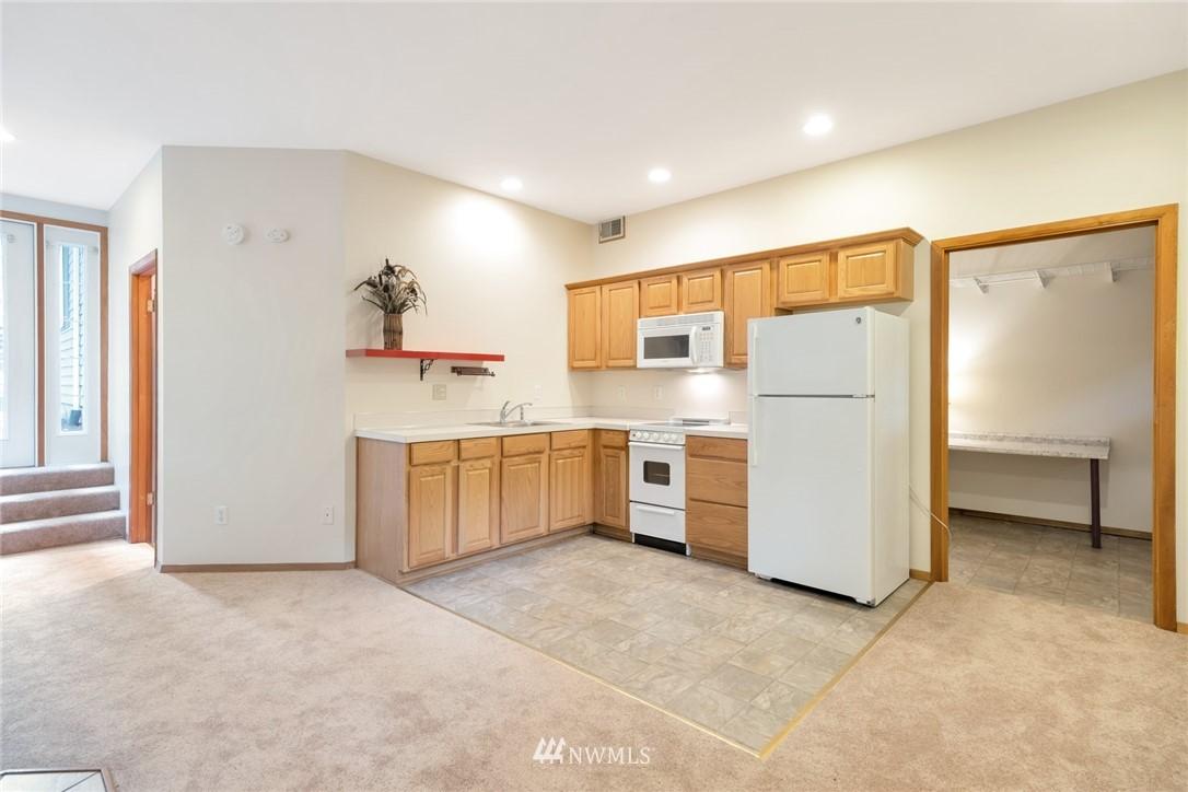 Pending   1711 NE 104th Street Seattle, WA 98125 25