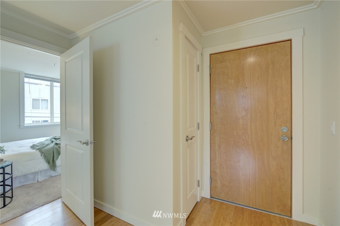 Pending | 626 4th Avenue W #303 Seattle, WA 98119 14