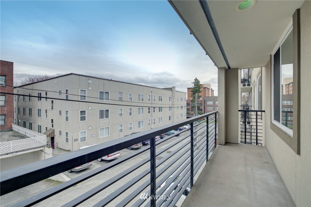 Pending | 626 4th Avenue W #303 Seattle, WA 98119 21