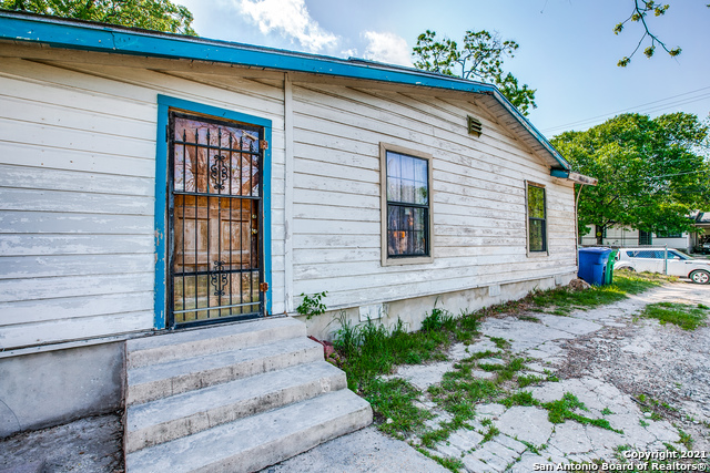 Active Option | 4231 Fortuna San Antonio, TX 78237 5