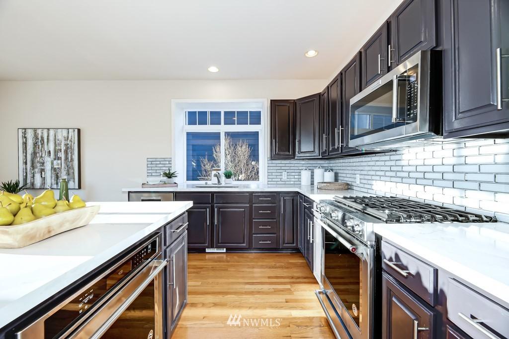 Sold Property | 6725 35th Avenue SW Seattle, WA 98126 10