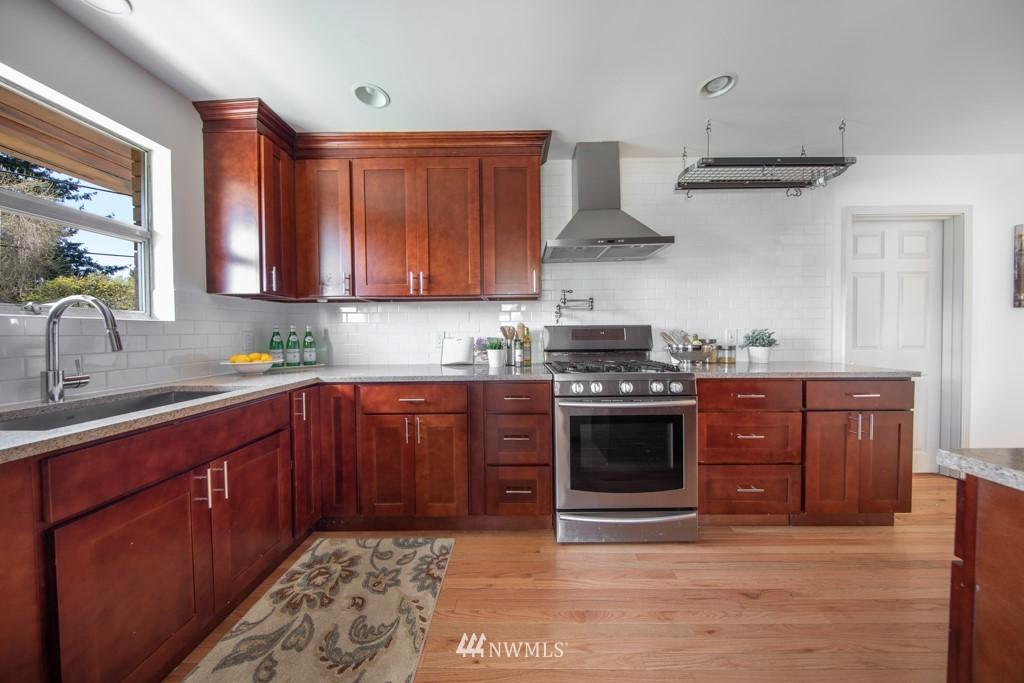 Sold Property | 12001 Fremont Avenue N Seattle, WA 98133 5