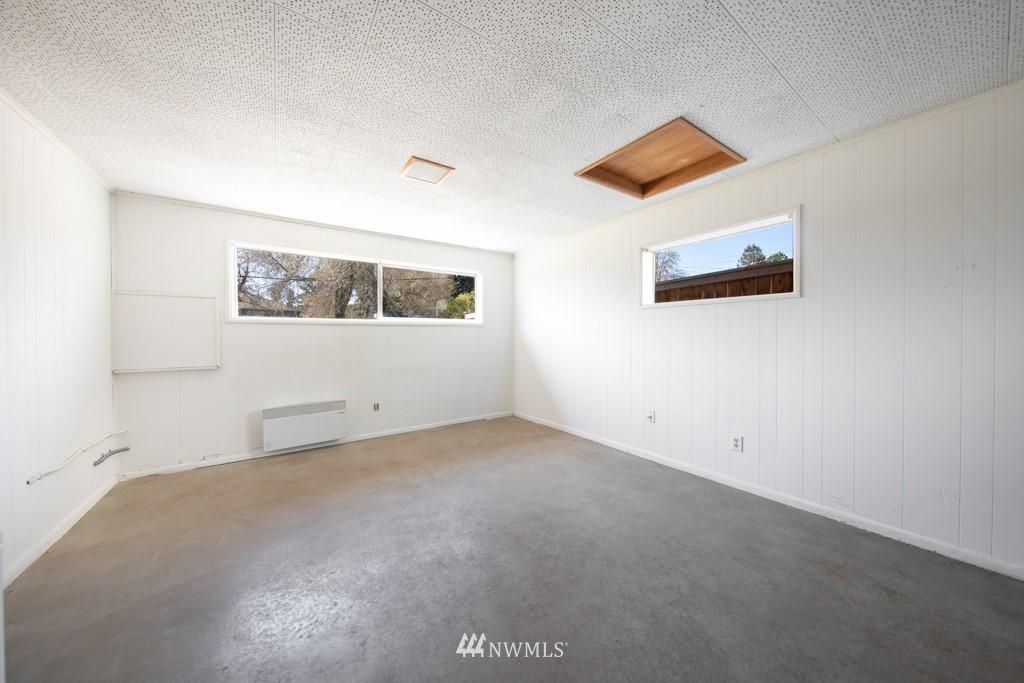 Sold Property | 12001 Fremont Avenue N Seattle, WA 98133 20