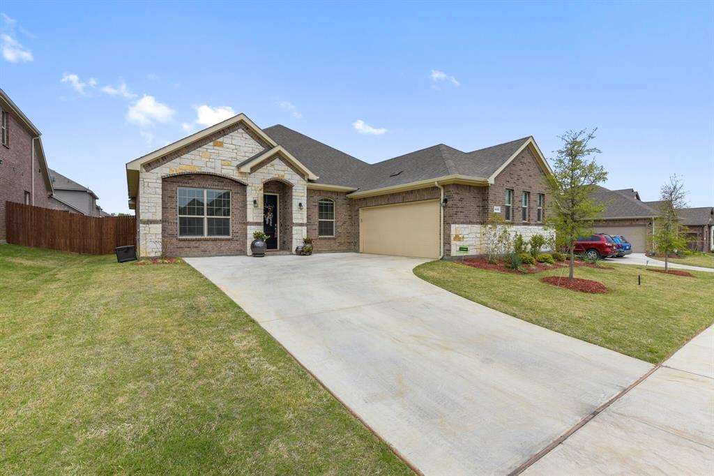 Pending | 4405 Tall Meadow Court Arlington, Texas 76001 3