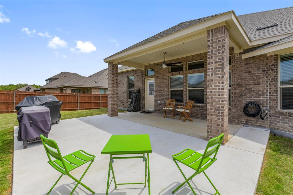 Pending | 4405 Tall Meadow Court Arlington, Texas 76001 33