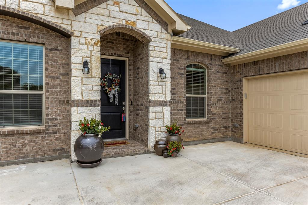 Pending | 4405 Tall Meadow Court Arlington, Texas 76001 4