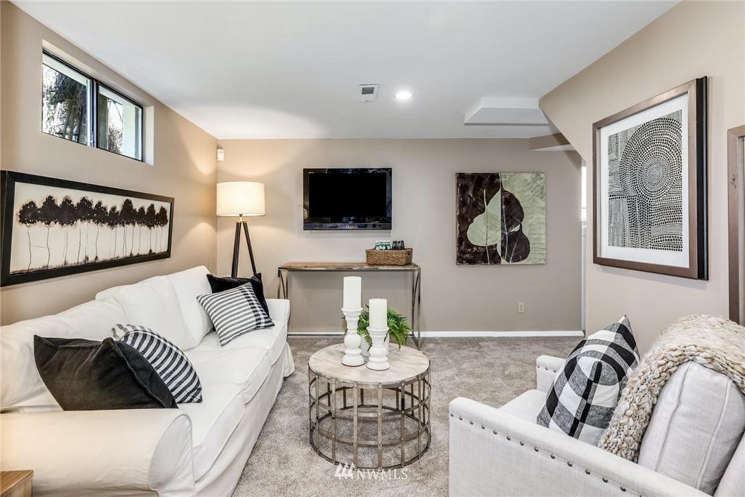Sold Property | 302 NE 90th Street Seattle, WA 98115 11